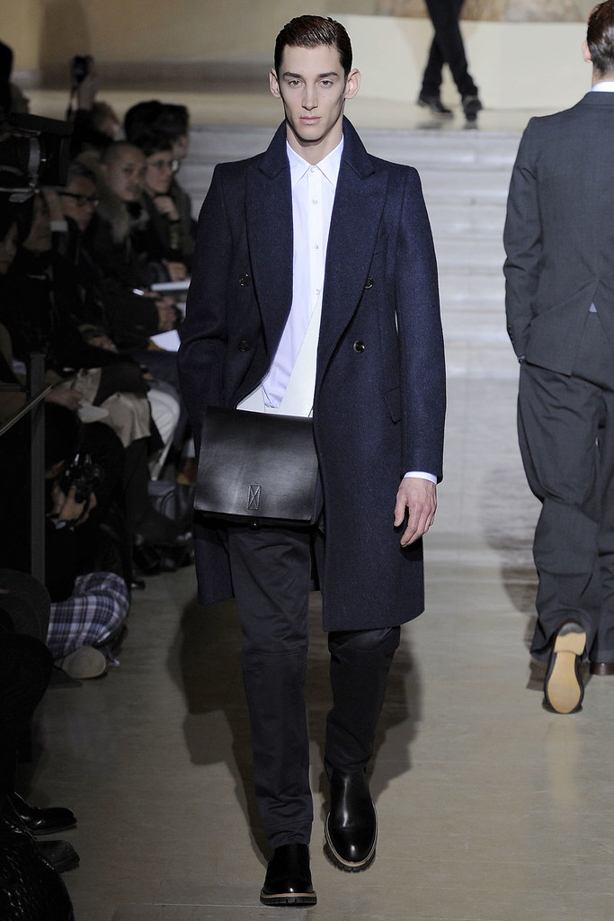 Andrey Smidl3001_FW11_Paris_Dries Van Noten(VOGUEcom)