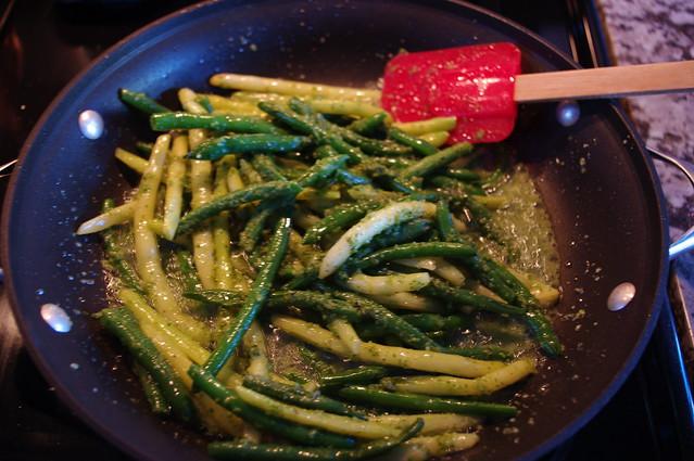 Eat, Play, Paleo: Pesto Green Beans & Spice Rubbed Pork Chops