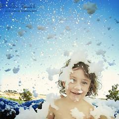 angel of bubbles () Tags: park blue portrait sky parco andy water girl clouds fun soap nuvole action blu andrea machine mani andrew niece hydro cielo bubble ritratto macchina bolle sapone divertimento azione benedetti acquatico nipotina