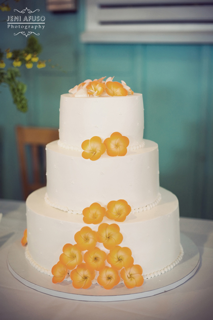 Our Paradise Cake King 39s Hawaiian Bakery No fancy country club wedding for
