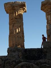 Il futuro  nel passato (passionata68) Tags: silhouette future past sicilia selinunte rovine parcoarcheologico