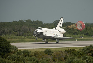 STS-127 Shuttle Endeavour Landing (200907310001HQ) (explored)