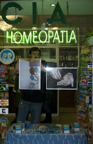 Cocaína y globos de Zoe Strauss, Exposición Hola, cómo estás?