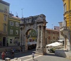 Arc dels Sergis, Pula (Pola), stria, Crocia