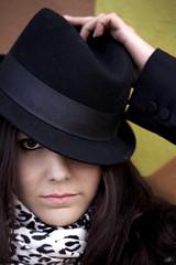 Media Mirada -Eyes half (P.Colom) Tags: girl canon retrato modelo sombrero mirada 50d glamurous a3b