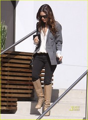 rachel bilson 051009 (taianaa69) Tags: california usa sunglasses losangeles longhair jacket paparazzi wayfarer rayban kneehighboots brownhair chainhandlehandbag