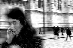 celos (Donato Buccella / sibemolle) Tags: street portrait blackandwhite italy milan candid milano flash streetphotography ba duomo esperimenti celos gotanproject canon400d sibemolle fotografiastradale strobistaiquattroformaggistrobist hoflashatounacinquabtinadipersoneenesuunosenèaccortooperlomenonessunomihainsultatoincredibile