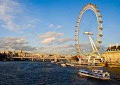 London Eye ( Londres) England - Inglaterra (Beto Frota) Tags: uk inglaterra bridge england london westminster millenniumwheel canon europa europe unitedkingdom londoneye southbank londres capture riverthames westminsterbridge davidmarks jubileegardens riotmisa juliabarfield malcolmcook marksparrowhawk stevenchilton nicbailey riverthamesinlondon rodadomilnio pontedewestminster