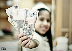 "Eid Aladha (""Anwaar) Tags: money girl dinner canon happy photography 50mm kid photographer child 10 eid cash daisy f18 kuwaiti kd mubarak dema aladha 400d abigfave anwaar lifeinsevenpages"