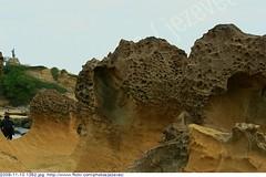 2009-11-10 1352 - Yeliou Scenic Area (Weathered rock erosion)  Wanli township, Taiwan (Badger 23 / jezevec) Tags: roc rocks stones scenic taiwan formation national area hoodoo geology formosa  2009 kina  rocas loan roches yeliu felsen wanli rotsen geological yehliu rochas  roccie  geopark   republicofchina guanyinshan yeliou     republikken   tajwan  tchajwan i    badger23 20091110 republikchina thivn  taivna tavan