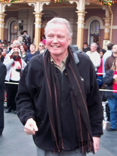 Jon Voight meets people waitin...
