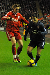 Nasri evades Torres (Fid aka Theo) Tags: france liverpool french football spain soccer spanish international fernando samir arsenal futebol forward midfielder striker premiership torres anfield liverpoolfc arsenalfc footballer liverpoolfootballclub premierleague attacker arsenalfootballclub fernandotorres nasri samirnasri liverpoolvarsenal franceinternational lfcarsenal