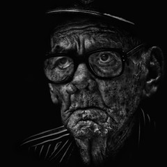 Life (Alfredo11) Tags: portrait people bw art face blackwhite arte expression retrato cara oldman anciano emotions viejo rostro treatment tratamiento expresion nikoncreativelightingsystem nikon80400mm balnconegro nikond300 memorycornerportraits seriestreetphotography