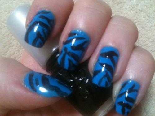 Blue zebra print manicure by KitaRei