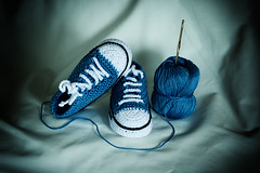 little steps (Re•Sa) Tags: canon 70200 studio stilllife flash panels handmade handycraft shoes tennis kids crochet uncinetto scarpinedatennis