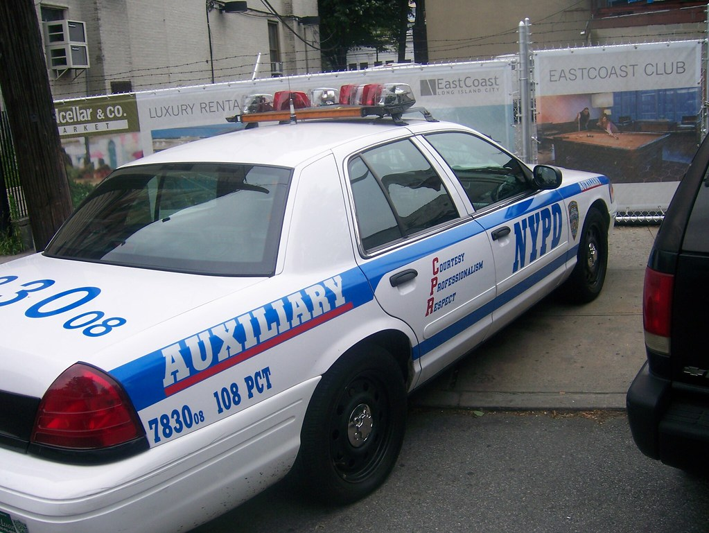 how to become an auxiliary police officer