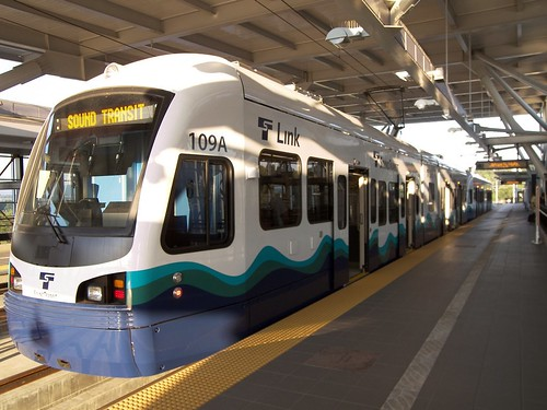 Link train at Tukwila platform, by l0st2