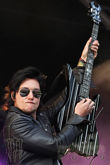 Synyster Gates, Avenged Sevenfold - Sonisphere UK (Marianne Harris - UK music + portrait photographer) Tags: uk music festival rock metal canon guitar live band stevenage 2009 a7x screamo avengedsevenfold eos40d marianneharris sonisphere