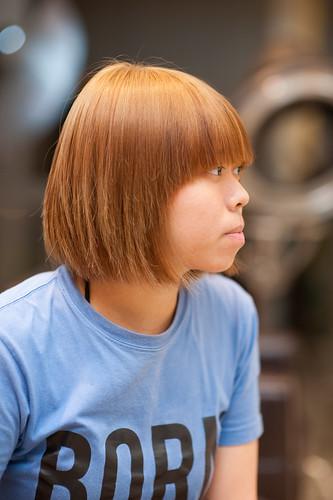 【女生髮型】簡單髮型就來個強烈髮色