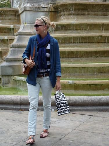 paris outfit scarf