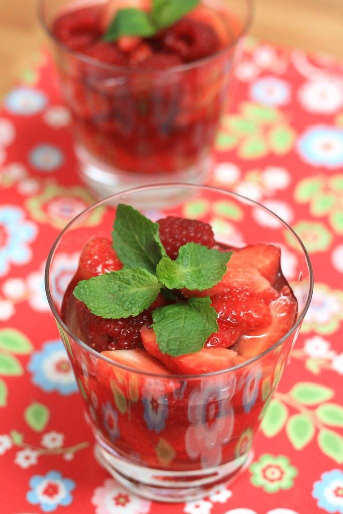 Fruits rouges au thé à la menthe