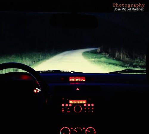 Carretera nocturna.