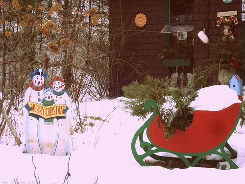 vintage sleigh and snowmen