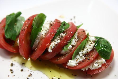 トマトとモッツァレラチーズのサラダ(インサラータ・カプレーゼ)