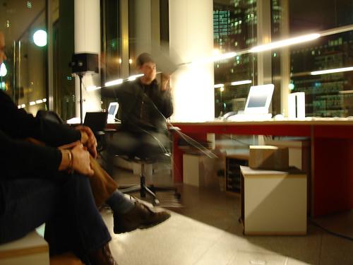 Performance Marc Behrens im Raum für Kultur. Dezember 2005