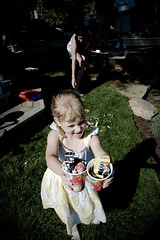 (Jodimichelle) Tags: party kids oliver jessica pinata weddingcelebration openhouse july2009 momandroger