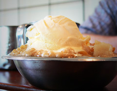 Peach Cobbler a la Mode (Wade From Oklahoma) Tags: virginia icecream charlottesville peachcobbler michietavern