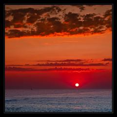 Reed-Orange (Mafr-Mcfa) Tags: barcelona sea mar mediterraneo amanecer barceloneta paseomaritimo canoneos40d tamron1750128 amanecerpaseomaritimobarceloneta unsueno
