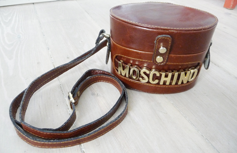 anywhoVintage-Moschino