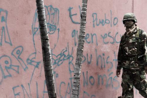 MILITARES EN CERCANIS A LA EMBAJADA DE BRASIL, NO MUESTRAN SU ROSTRO. da HablaHonduras.