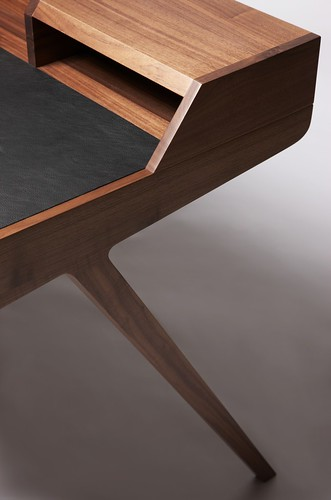 katakana desk, dare studio