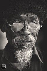 gaze still goes around | Yunnan (China) (andrea erdna barletta) Tags: china old portrait blancoynegro hat be
