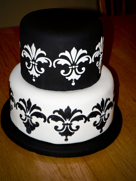 Small wedding cake ashlee marie real fun with real food 0911070004edit junglespirit Image collections