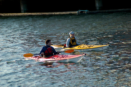 23-04-2009_two_kayakers_rs