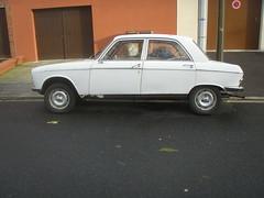 Peugeot 204 blanche (gueguette80) Tags: old cars autos blanche 204 peugeot anciennes franaises
