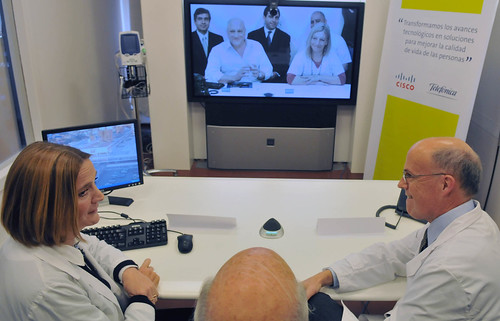 Physicians from Buenos Aires' Garrahan Pediatric Hospital meet with doctors elsewhere over Cisco TelePresence