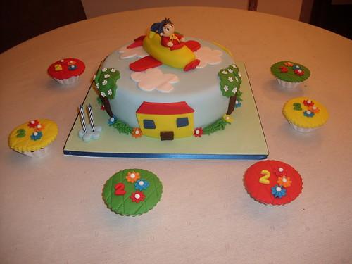 bolo Noddy e cupcakes
