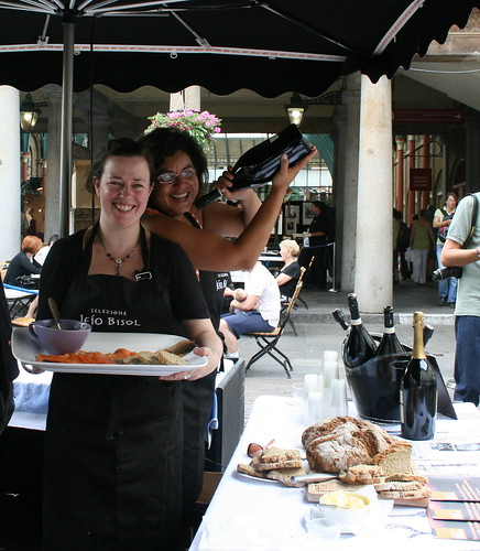Covent Garden Stall - The Girl & The Sleuth