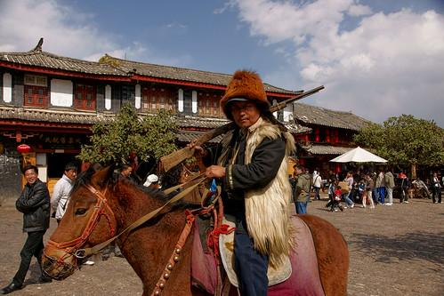 ชาวนาคีกับไรเฟิลบนหลังม้า