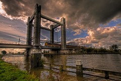 Gouwespoorbrug (DigiNelis) Tags: bridge clouds train river ns nederland wolken hdr trein intercity gouda zuidholland koploper rivier spoorbrug photomatix hefbrug tonemapped tonemapping gouwe sailsevenseas hogegouwebrug gouwespoorbrug heftorens