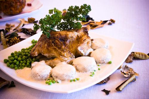 Печено пиленце (Coquelet) с гъби в сметанов сос