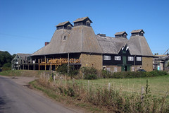 Working Oast House on South Street, Boughton-under-blean, Kent (Oast House Archive) Tags: beer oast kent kilns hops oasthouse greenstage hopdrying hoppockets