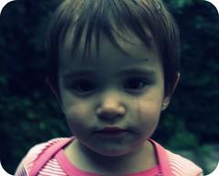 Juana La Loca (M e l i t a) Tags: baby girl child dirt nena ninia dirtyface