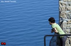 Lacqua e il suo fluire-5 (Piede Pallido) Tags: mare blu pace acqua pensiero spirito riflettere