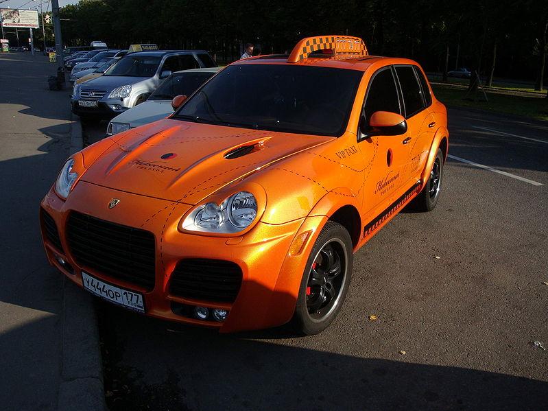 06_Porsche_Cayenne_taxi_Moscow_2