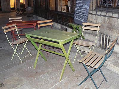 table verte sur terrasse.jpg